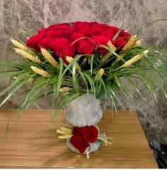 Ayaklı Saksıda Güller